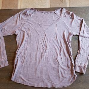 Daisy Fuentes size M lilac color shirt